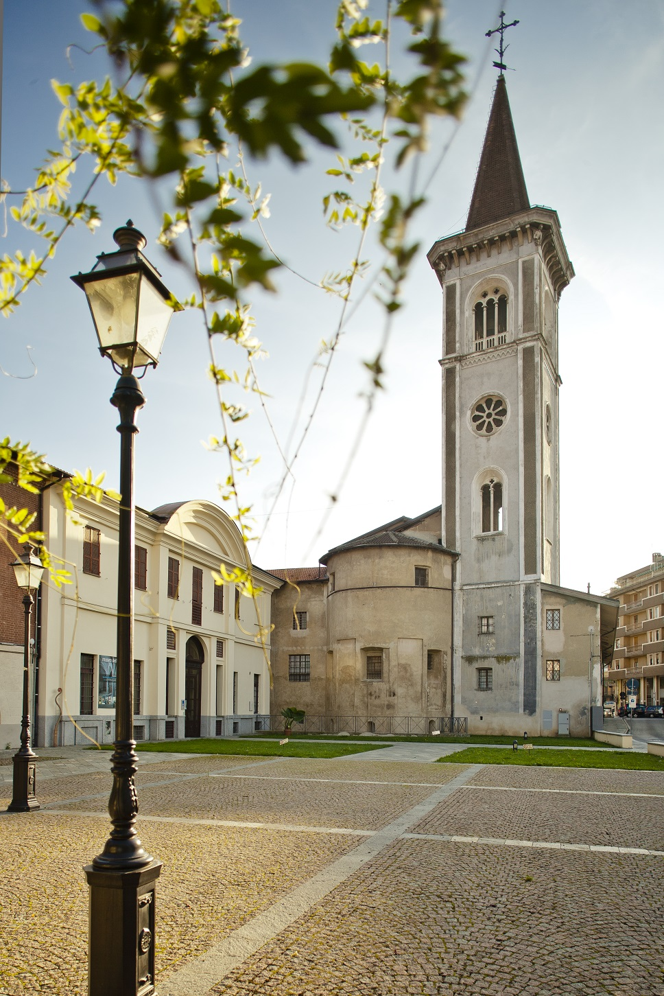 Borgo_San_Dalmazzo__Chiesa_parrocchiale__vista_posteriore