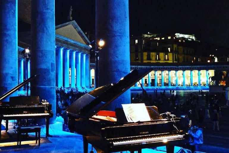 Piano-City-Napoli-2018-21-pianisti-in-Concerto-a-Piazza-Plebiscito-6kdxilw0t8xjdh990quepkjqtzcrlmaodqcmciz3qus-1