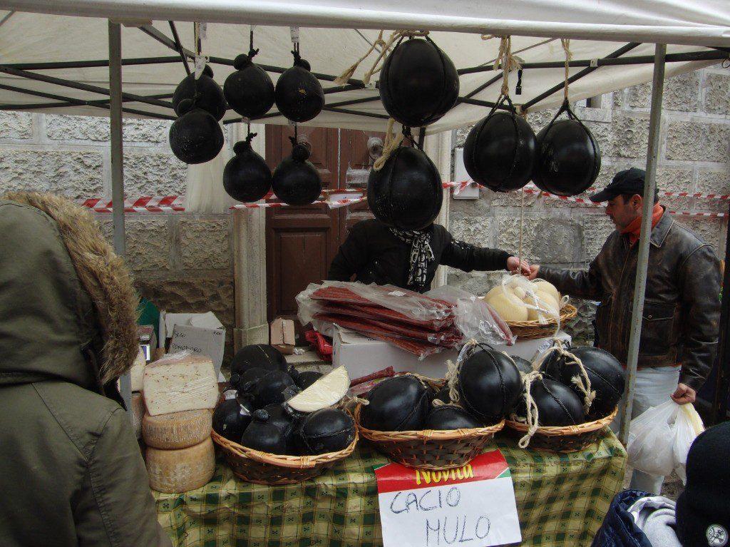 Sagra-maiale-nero-di-Faeto-mercatino