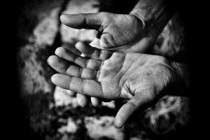 """""""Mani di questa Terra"""" - scatti di Caccamo in mostra alla Fondazione Grimaldi"""