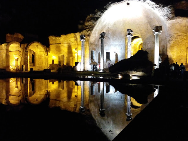villa-adriana-by-night9
