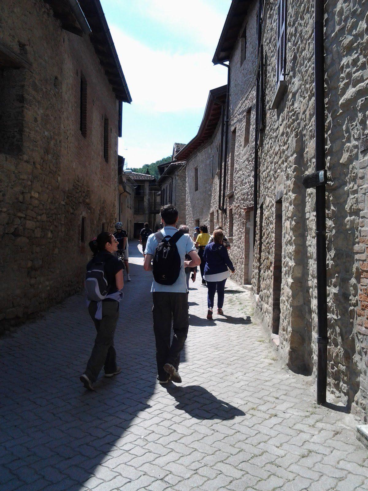 Borgo San Ponzo.Gastro Trekking Le Grotte Di San Ponzo E Il Monte Vallassa